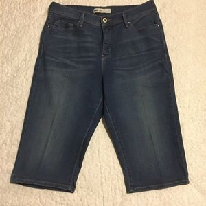 Levi's dark denim capris EUC